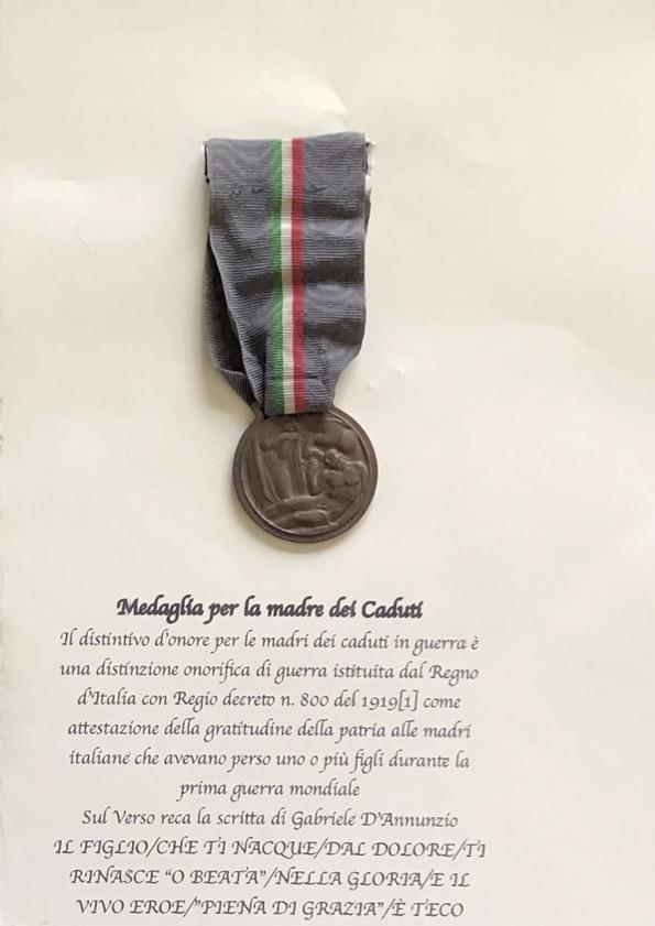 medaglia-madre-dei-caduti50C10C8D-478F-027D-8326-347D4B392618.jpg